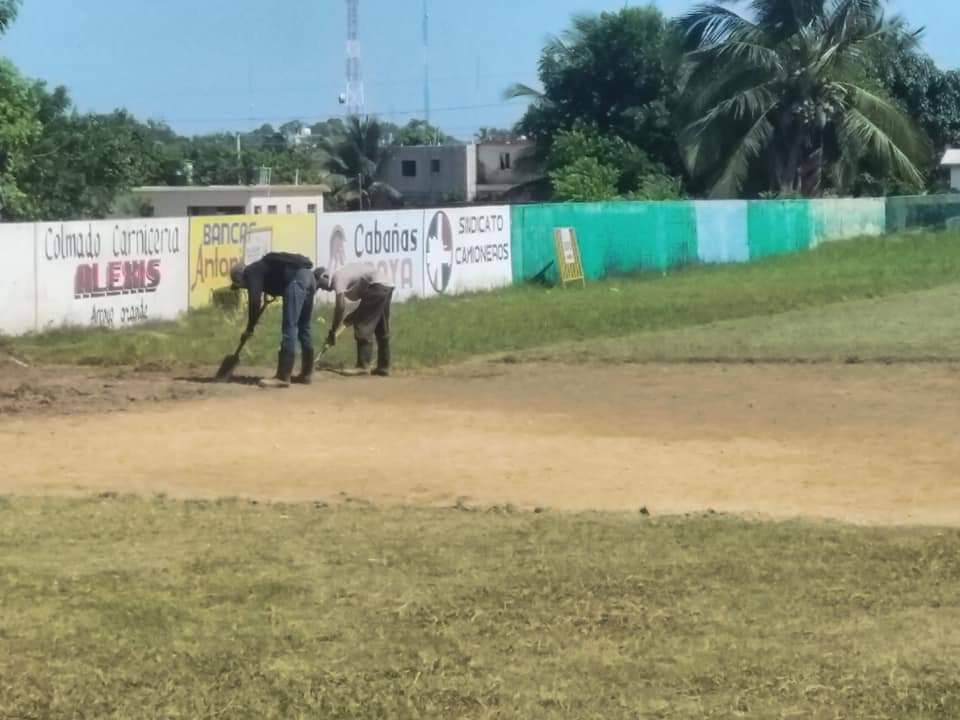 por disposición del Dr. Alan Checo, nuestra Brigada Ambiental procedió a empezar los trabajos de acondicionamiento del play